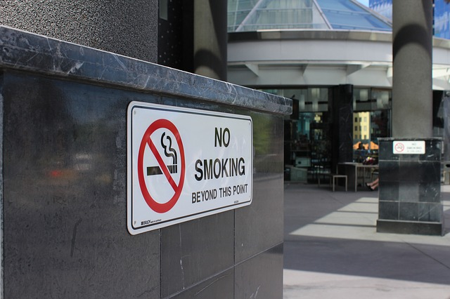 please you guys don't smoke here